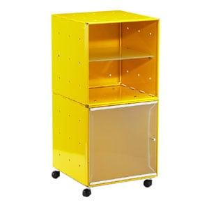 Carrellino Comodino QBO 28 Composizione con due Cubi ripiano in vetro anta in vetro con maniglia e ruote Giallo