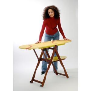 Asse da stiro Si Ci Stiro richiudibile con telaio in legno di faggio con ruote attive a prodotto chiuso Giallo
