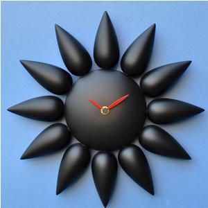 Orologio da parete Dalia in legno di faggio massello tinto Nero