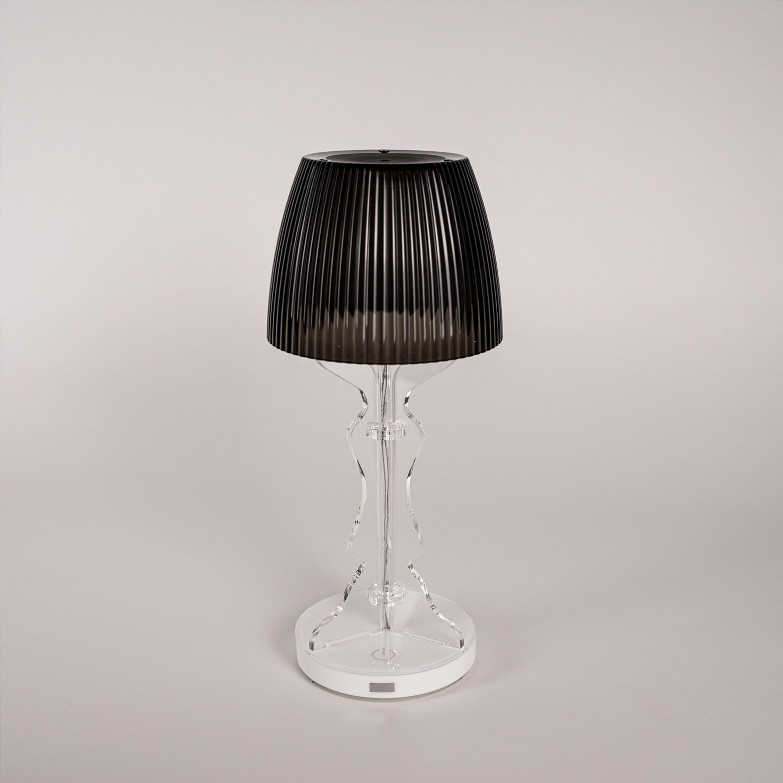 Lampada da tavolo abat jour lady led diametro 14xh33cm cappellino prismatico funzione a batteria - Lampade da tavolo a led ...