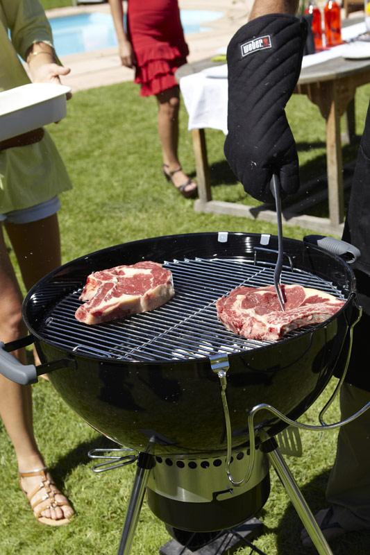 Barbecue one touch premium 57 blu weber stilcasa net for Barbecue weber one touch premium